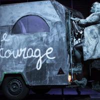 """""""MERE COURAGE ET SES ENFANTS"""" : CHANTER L'ABSURDITE DE LA GUERRE"""